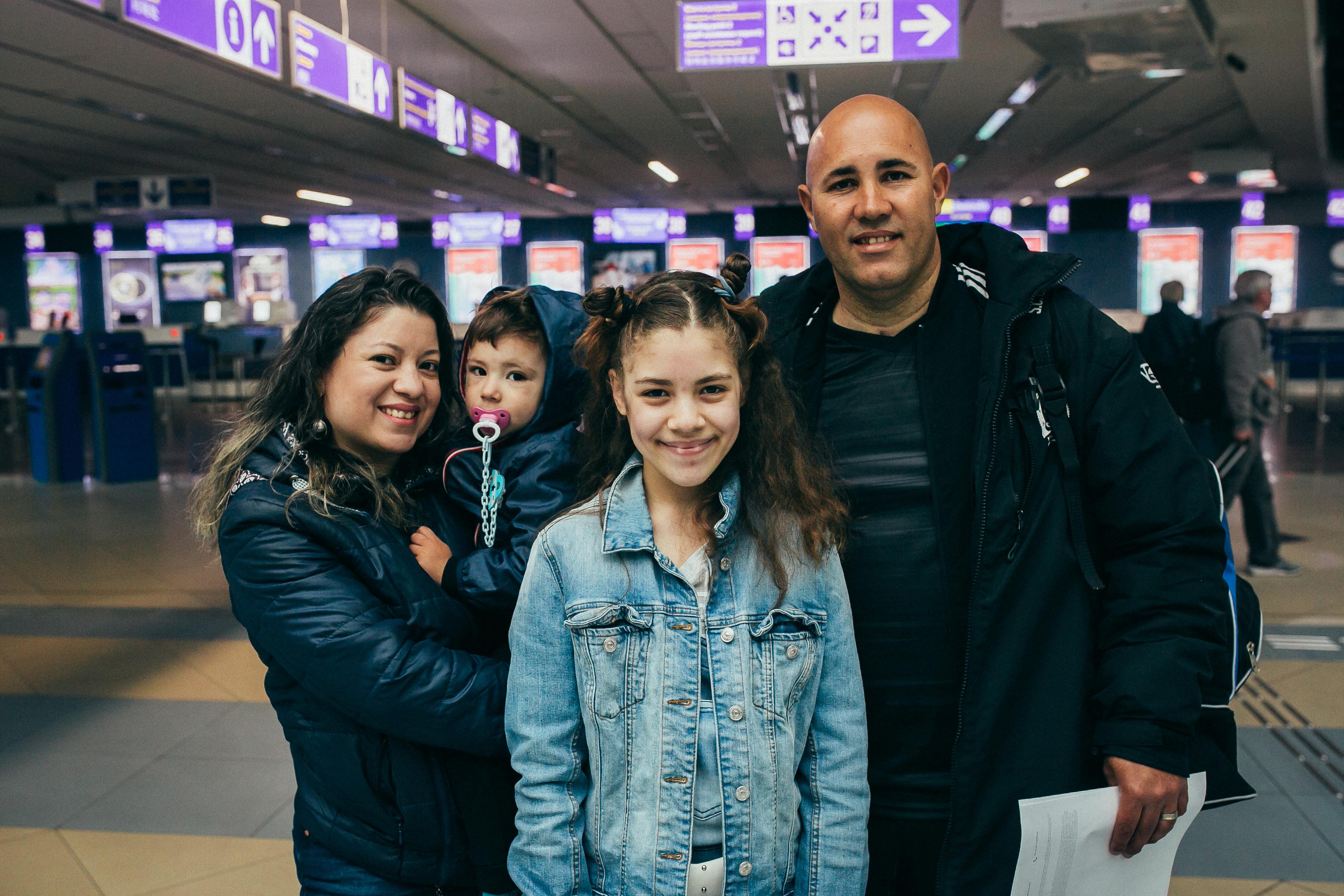 Бразильский футболист Нивалдо Сириаку и его семья возвращаются домой в рамках финансируемой ЕС программы добровольного возвращения на родину МОМ
